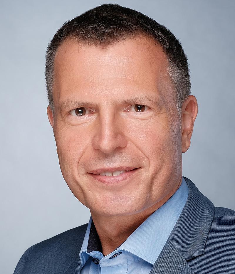 Dr. André Moll